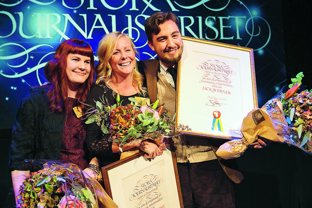 Åsa Larsson, Linnéa Jonjons och Jack Werner tar emot journalistpriset.