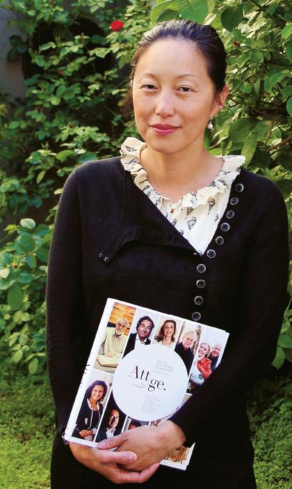 """– Jag hade förväntat mig att hitta åtminstone någon i fängelse, men faktum är att alla tre hittat sina vägar vidare, säger Tove Lifvendahl om sin nya bok """"I rörelse: möten i Rosengård 10 år senare"""" som är en uppföljning av boken hon skrev 2003 Vem kastar första stenen?"""