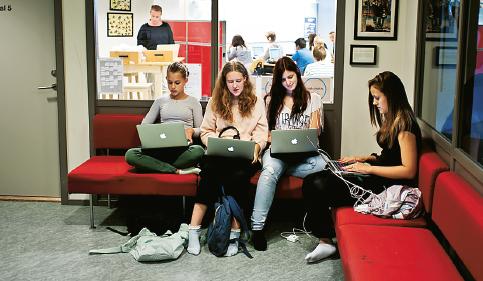 Alla elever på Östra skolan har fått en egen dator. Foto: Anders Hansson