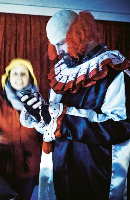 I sin nya film Någon annan betalar försöker Martin Borgs lyfta in frågan om slöseri i valrörelsen. Foto:  Marcus Melander