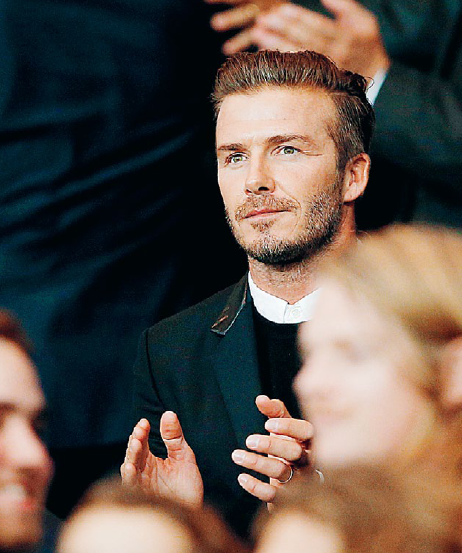 David Beckham bröt mot fotbollens manliga tabun när det gäller utseende och klädsel. Foto: Christophe Ena / TT Nyhetsbyrån