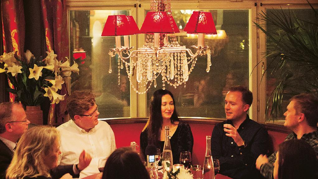 Du är en smart och spännande person. Vill du ses och diskutera borgerlighetens framtid över en middag? MVH Moa Berglöf, fd talskrivare hos Fredrik Reinfeldt. Foto: Annika Berglund