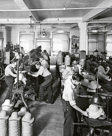 Fabriksarbetare i Sydney, 1941. Foto: Sam Hood / Wikimedia Commons