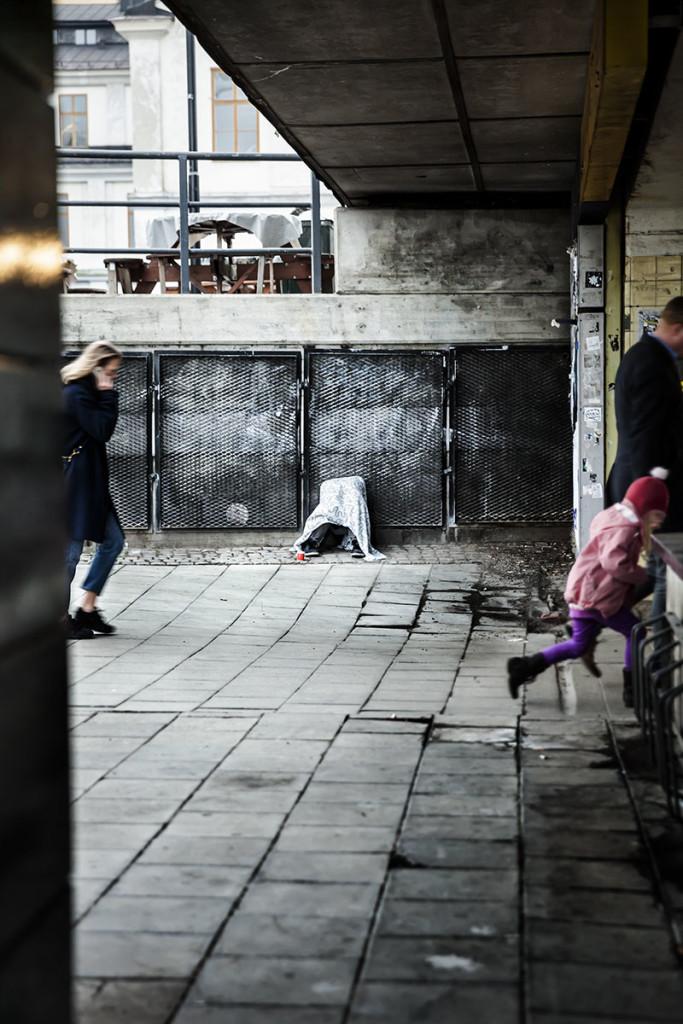 Tiggandet och tiggarna kan tolereras utan att idealiseras. (På bilden en installation av konstnären Peter Geschwind.) Foto: Tim Meier