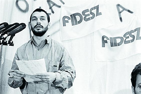 Viktor Orbán var i slutet av 1980-talet en av grundarna till Fidesz – unga demokraters allians – då en 26-årig liberal representant för det unga Ungern som ville ha fria val och närma sig väst.