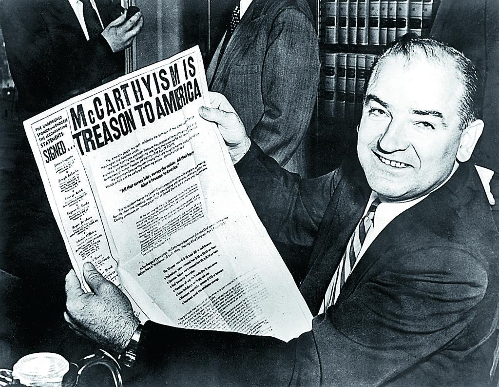 Senator Joe McCarthy under en paus i de förhör med misstänkta kommunister som skulle ge upphov till termen McCarthyism. 24 februari 1954. Foto: Topham Picturepoint / TT
