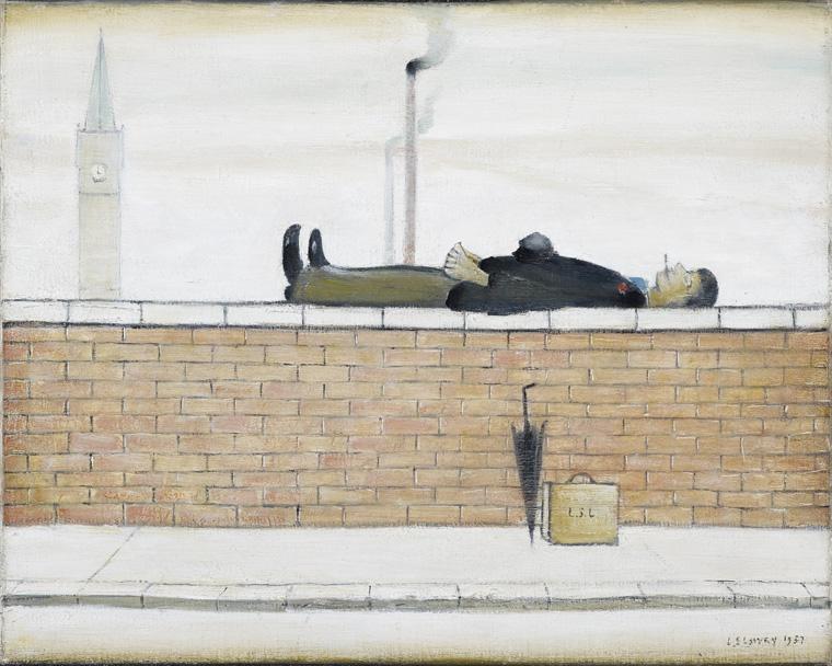 LS Lowry Man lying on a wall, 1957 Enligt egen utsago en välklädd herre han iakttagit och som uppenbart njöt av att få röka sin cigarett. Bilden rymmer även kontrasten mot större men mer tolererade former av miljöförstöring.