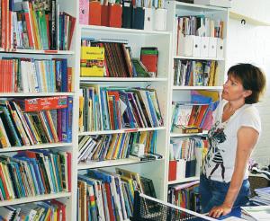 Hjärtat för varje hemundervisande familj är biblioteket, berättar Lisa Angerstig. Betonandet av läsning är gemensam oavsett bakgrund eller pedagogik.