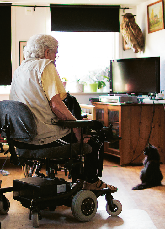 """""""Kanske är jag ovanligt seg"""", säger als-sjuke Martin Evertsson. Sjukdomen bryter långsamt ner kroppen. Han lever tack vare bromsmedicinerna. Foto: Anders Hansson"""
