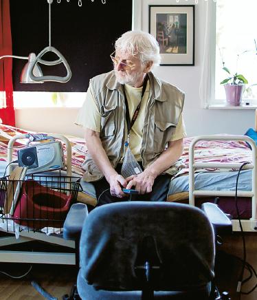 """""""Jag känner ingen smärta, men allt är så slitsamt. När jag inte kunde koka kaffe längre insåg jag att jag behöver hjälp"""", säger Martin Evertsson. Foto: Anders Hansson."""