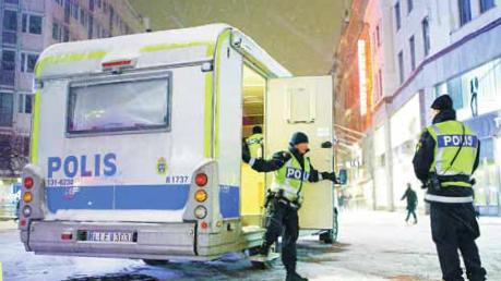 Projektet Cityhelg, där de mobila poliskontoren är en del, kom till 2006. Anledningen var bland annat den uppmärksammade dödsmisshandeln av Marcus Gabrielsson på Kungsgatan våren 2005. Foto: Freddie Sandström