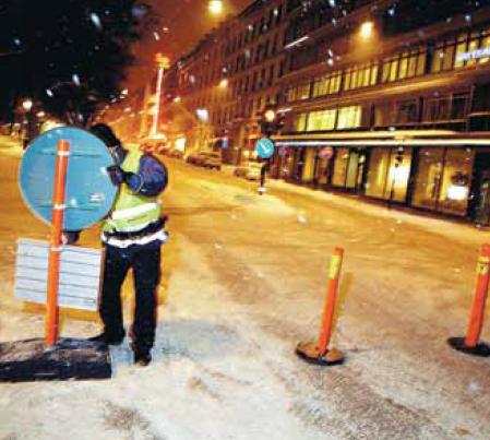 Konerna som blockerar trafik mot Sturegatan är en löjligt enkel brottsförebyggande åtgärd.  Foto Freddie Sandström