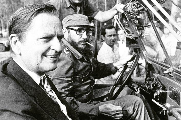 Olof Palmes och socialdemokratins vänslande med diktatorer blev en bokidé. Fredrik Segerfeldt har crowdfundat boken Sossesverige – en återblick (Hydra förlag, 2014). Foto: Hasse Persson / TT